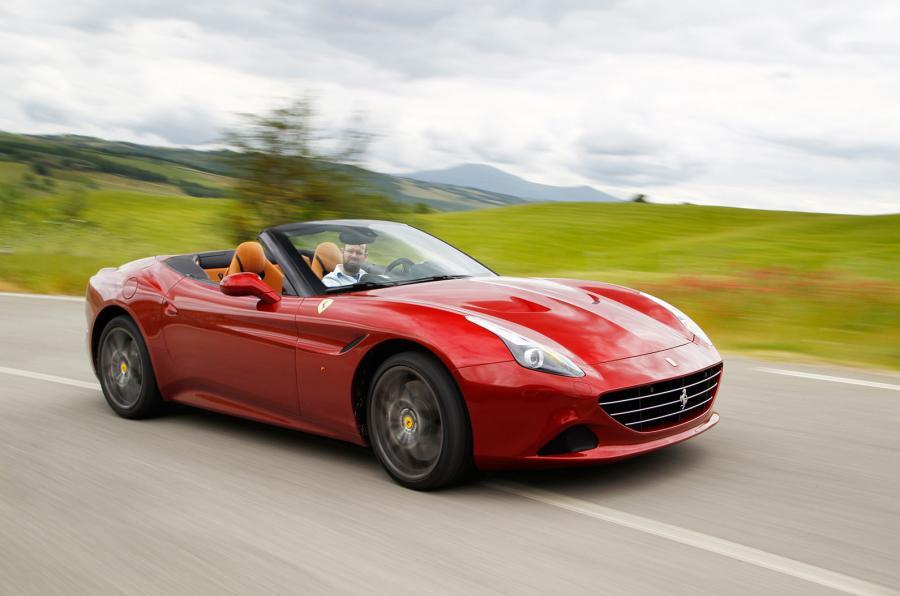 Ferrari California T en las calles de Maranello